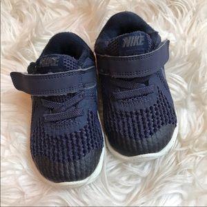 Nike baby tennis shoes Velcro closure 5C
